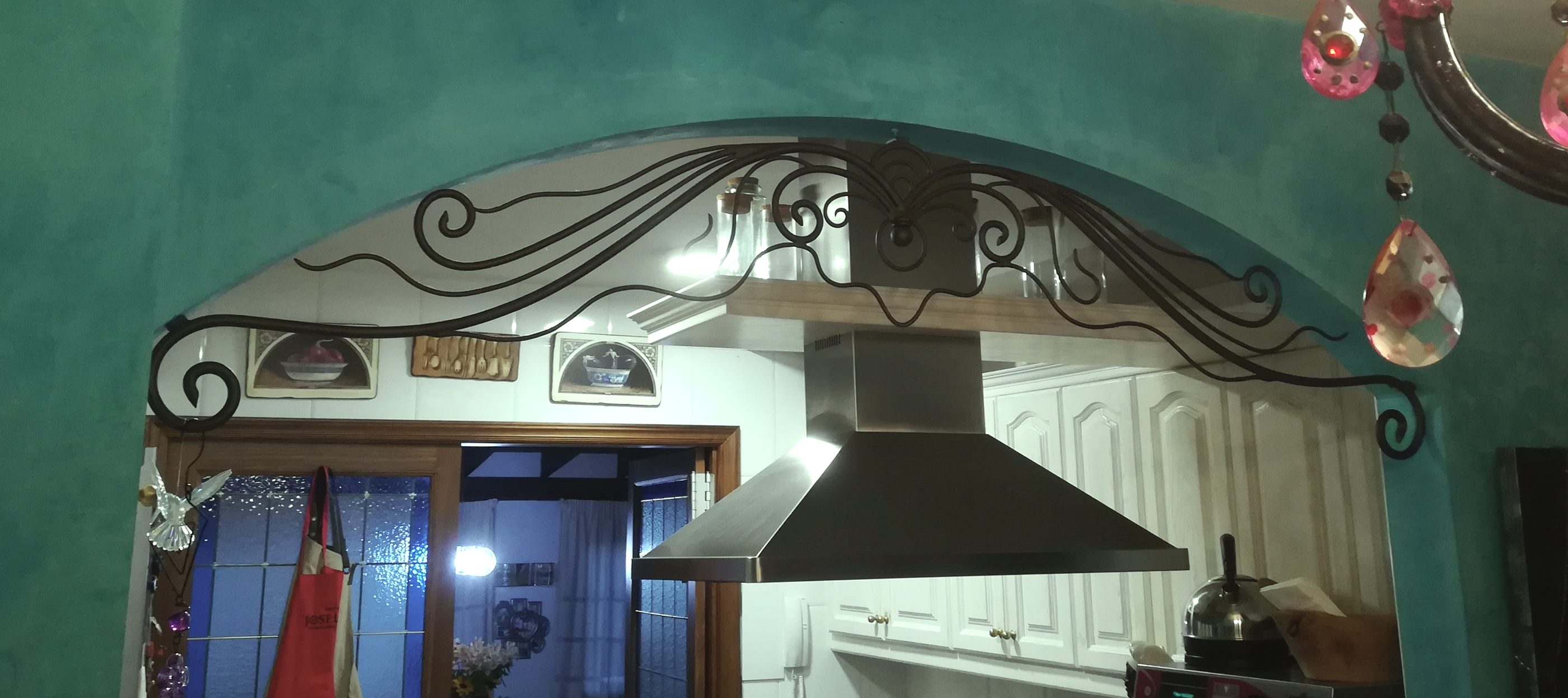 Detalles y complementos en hierro forjado, para exteriores e interiores